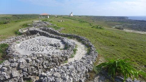 日本最南端の碑の蛇のオブジェ 波照間島