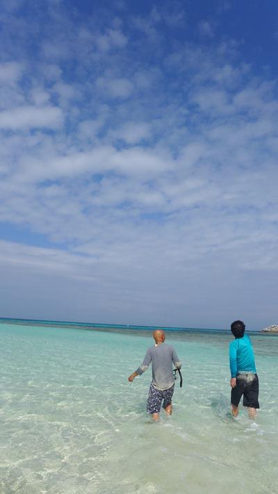 波照間島のニシ浜(北浜)のおっさん