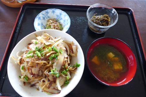 おぷゆう食堂のカーキタコ丼