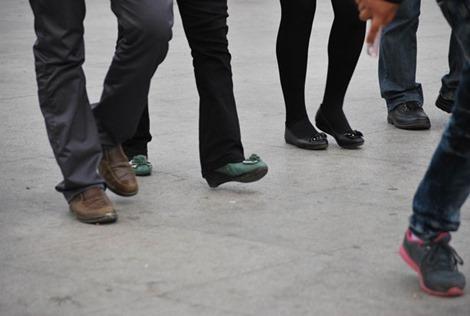 歩く人の画像