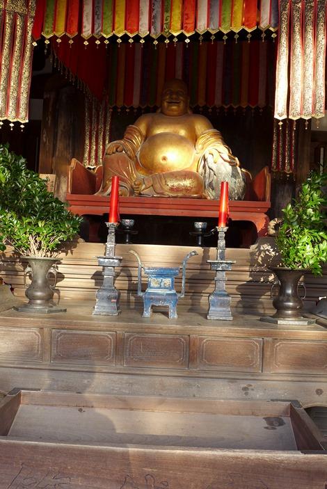 天王殿の布袋坐像