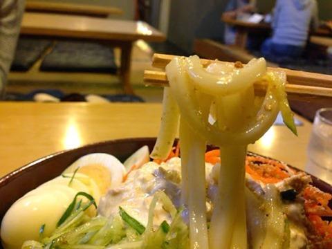 幸助サラダうどん ツルツルの麺