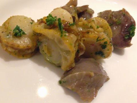 カラフー 砂肝のコンフィとベビーホタテの香草バターソテー