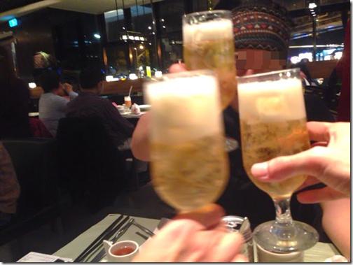 台湾の友人と乾杯最高や