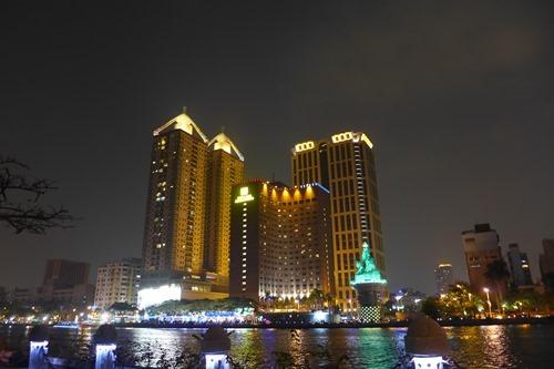 [台湾]高雄の夜 ビル