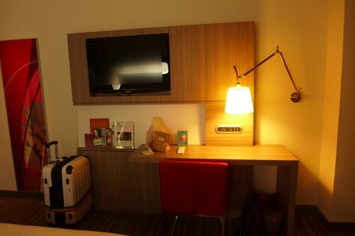 ノボテル台北桃園国際空港ホテル table