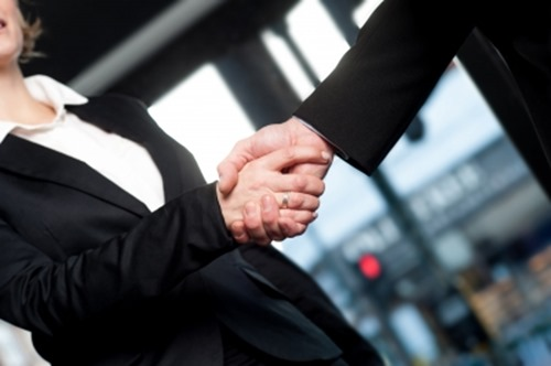 信頼のサイコムさんと握手!