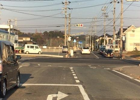 信号機のある交差点の接触事故 事故状況 直進車と右折車